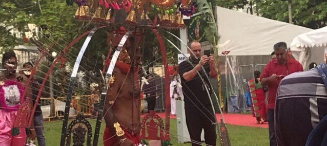 ヒンドゥー教の奇祭「タイプーサム」